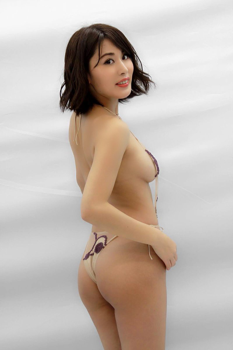 金子智美の過激グラビアエロ画像008
