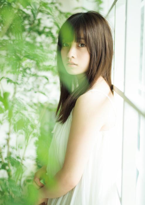 橋本環奈の週刊誌のグラビアエロ画像002