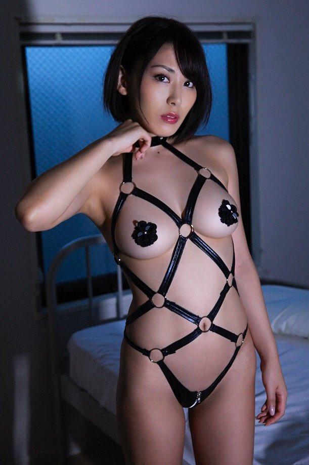 金子智美の過激グラビアエロ画像009