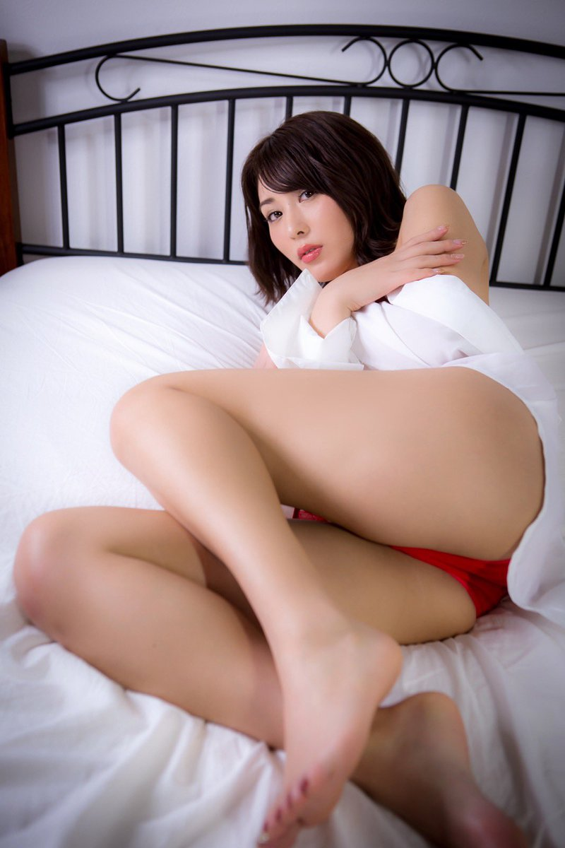 金子智美の過激グラビアエロ画像016