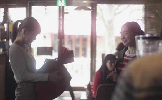内田理央のドラマ『向かいのバズる家族』濃厚キスシーン、着衣おっぱいエロ画像012