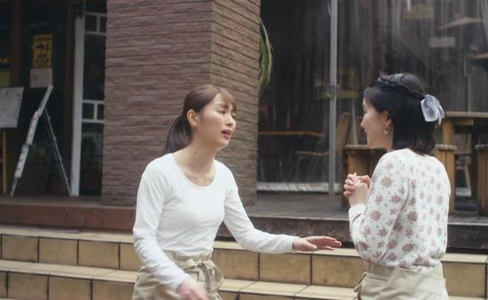 内田理央のドラマ『向かいのバズる家族』濃厚キスシーン、着衣おっぱいエロ画像031