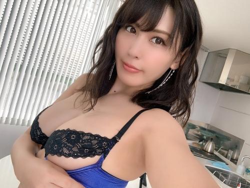 金子智美の過激グラビアエロ画像006