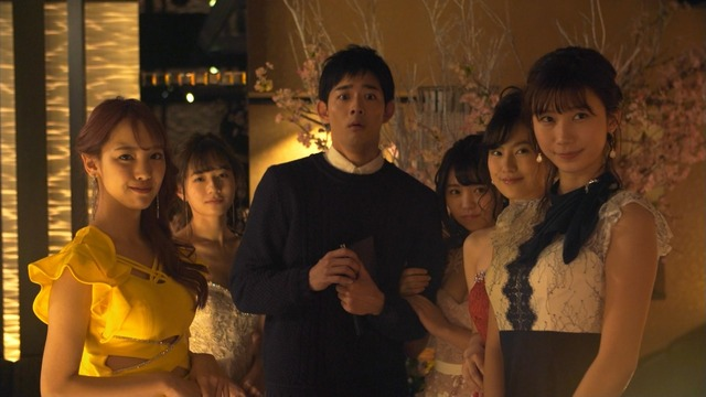 恒松祐里のキャバ嬢ドレス姿のエロ画像009