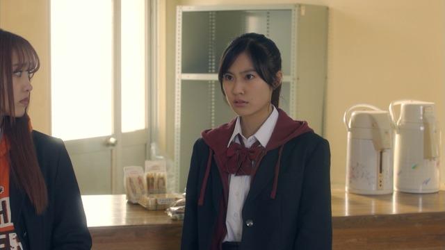 恒松祐里のキャバ嬢ドレス姿のエロ画像011