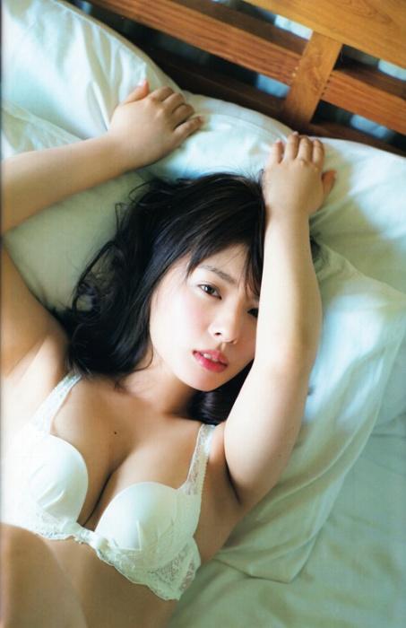 山田菜々の過去の水着グラビアエロ画像006