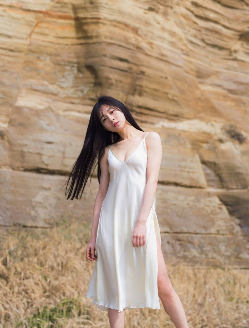 伊藤萌々香の写真集『であい。』の初ランジェリーグラビアエロ画像002