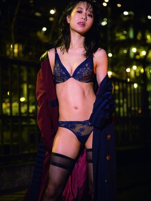 伊藤萌々香の写真集『であい。』の初ランジェリーグラビアエロ画像009