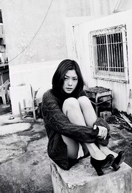 真木よう子の写真集『月刊真木よう子』秘蔵カットエロ画像003