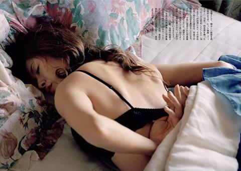 真木よう子の写真集『月刊真木よう子』秘蔵カットエロ画像006