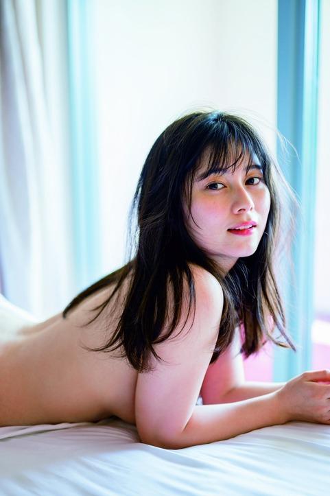 大久保桜子の1st写真集の過激グラビアエロ画像005