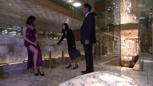 片瀬那奈のホステス姿エロ画像007