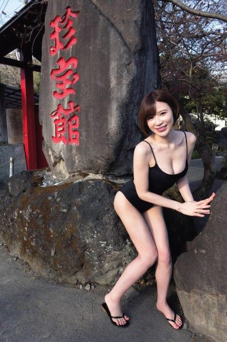 手島優のFLASHのリアル女子旅グラビアエロ画像009