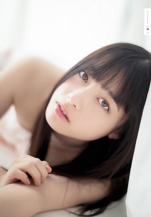 橋本環奈の『週刊少年マガジン』1号のグラビアエロ画像011