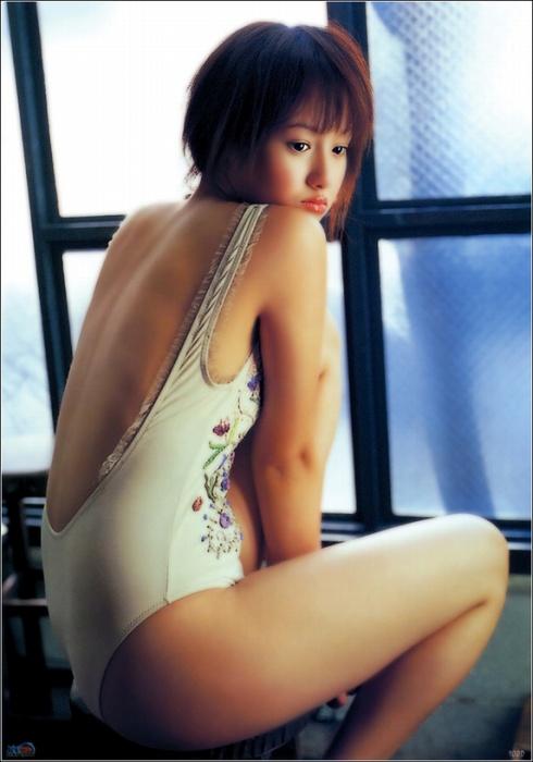 沢尻エリカの若かりし頃の水着グラビア画像13