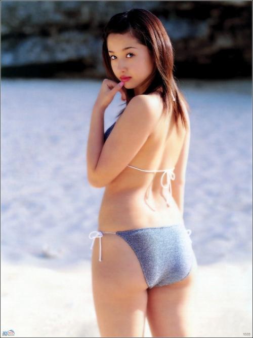 沢尻エリカの若かりし頃の水着グラビア画像26