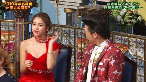 ゆきぽよの『踊る!さんま御殿!!』赤ドレス姿のパンチラ、胸チラエロ画像013