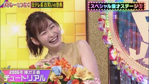 岩田絵里奈アナの脇チラエロ画像032