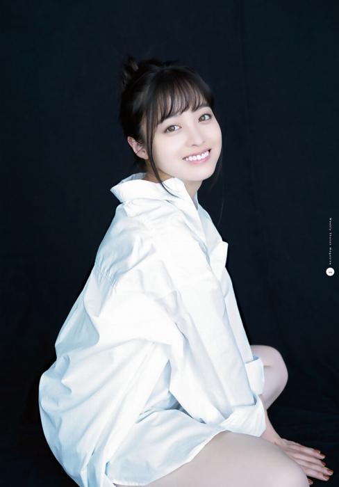 橋本環奈の『月刊少年マガジン』6月号のグラビアエロ画像003