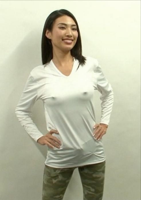 青山めぐの付け乳首カレンダーエロ画像003