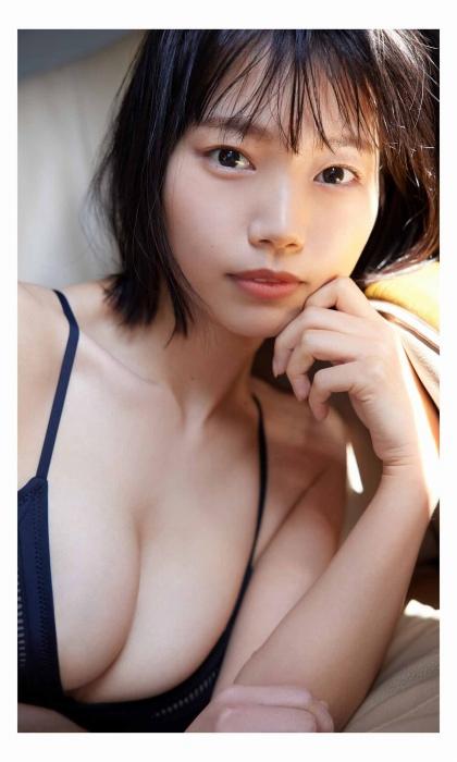 夏目綾の美乳の水着グラビアエロ画像011
