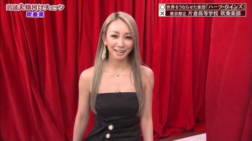倖田來未の胸チラ谷間エロ画像003
