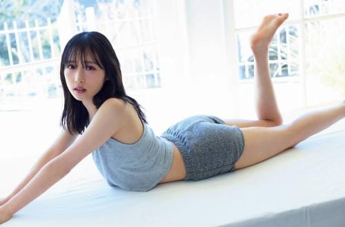小栗有以のセクシー美肌グラビアエロ画像008