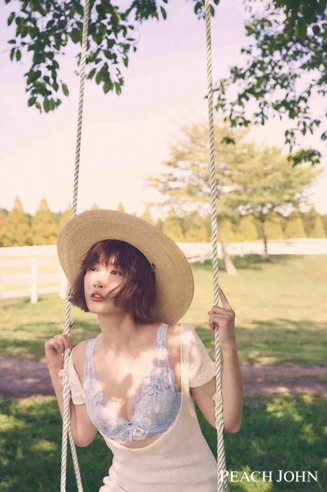 紗栄子の最新ランジェリー姿のエロ画像006