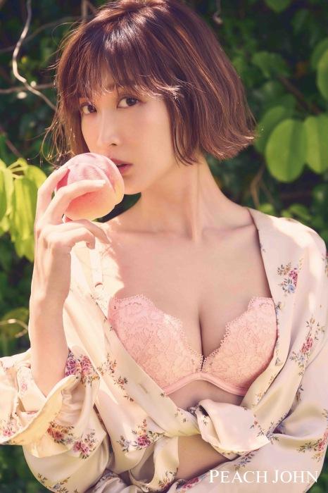 紗栄子の最新ランジェリー姿のエロ画像007