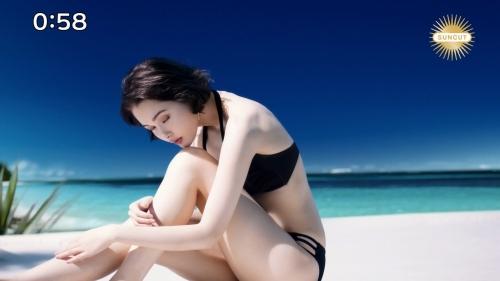 玉城ティナの日焼け止めCMの水着姿エロ画像009
