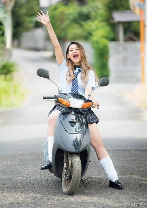 ゆきぽよの2020年9月19日発売『週刊ヤングマガジン』水着グラビアエロ画像010