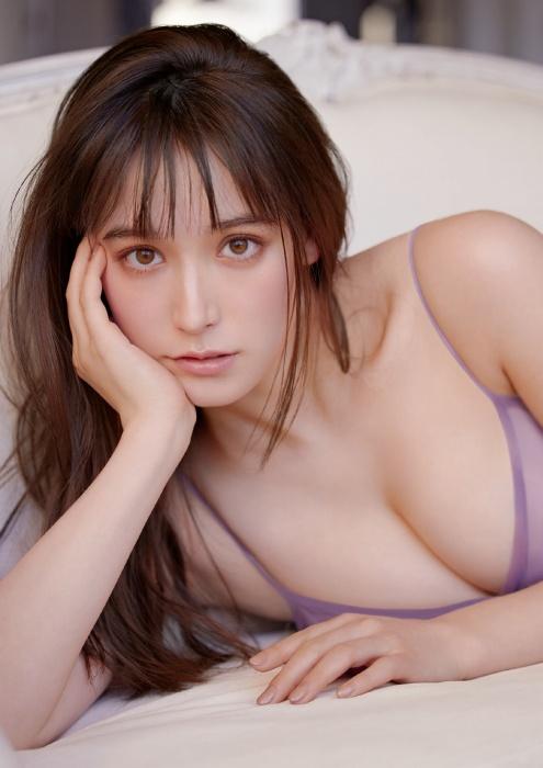 トラウデン直美の胸チラおっぱいグラビアエロ画像012