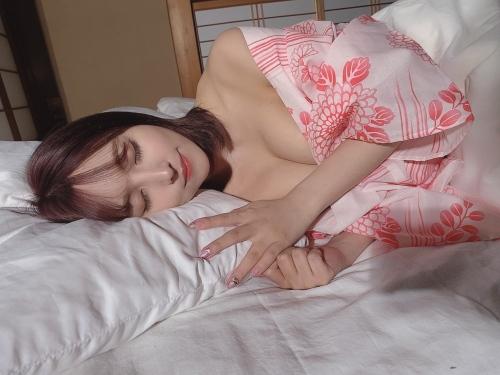 三上悠亜のSNSのセクシー自画撮りエロ画像003