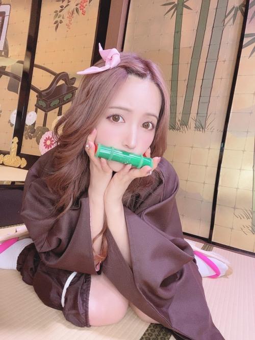 三上悠亜のSNSのセクシー自画撮りエロ画像010