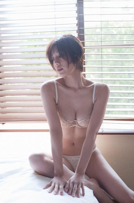 佐藤美希の水着グラビアエロ画像002