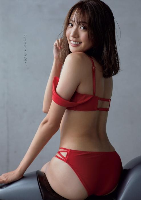 志田友美の水着グラビアエロ画像005