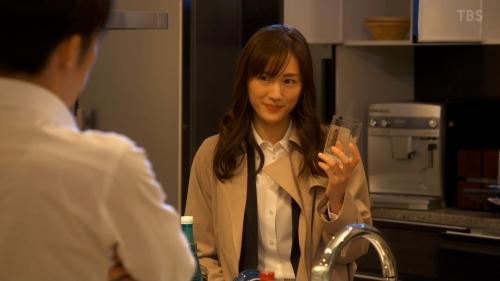 綾瀬はるかのドラマ『天国と地獄~サイコな2人~』胸チラ谷間のエロ画像016