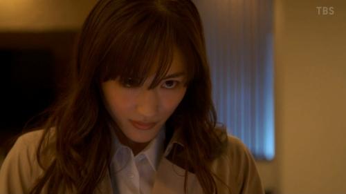綾瀬はるかのドラマ『天国と地獄~サイコな2人~』胸チラ谷間のエロ画像021