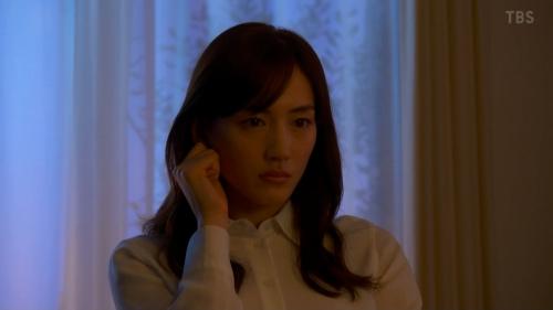 綾瀬はるかのドラマ『天国と地獄~サイコな2人~』胸チラ谷間のエロ画像024