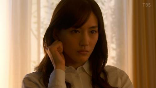 綾瀬はるかのドラマ『天国と地獄~サイコな2人~』胸チラ谷間のエロ画像025