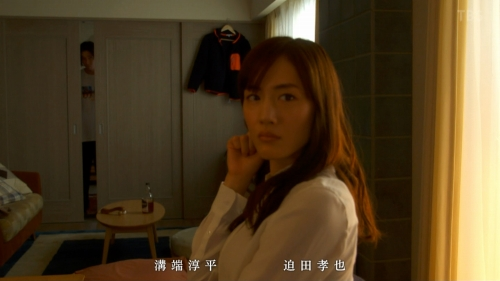 綾瀬はるかのドラマ『天国と地獄~サイコな2人~』胸チラ谷間のエロ画像026