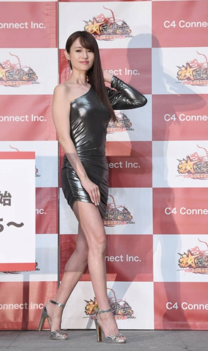 深田恭子のボディコン姿のエロ画像016