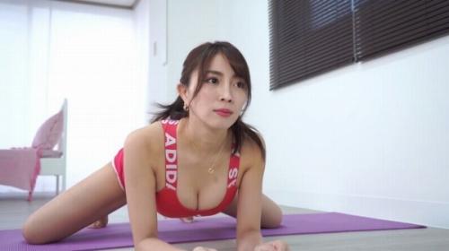 森咲智美のスポブラ胸チラおっぱいのエロ画像001