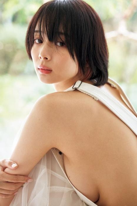 岡田紗佳のハミ乳セクシーグラビアエロ画像007