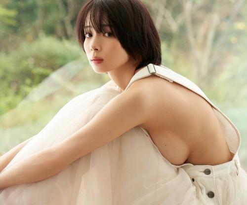 岡田紗佳のハミ乳セクシーグラビアエロ画像009