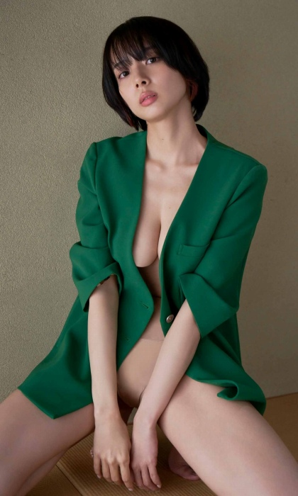岡田紗佳のハミ乳セクシーグラビアエロ画像010
