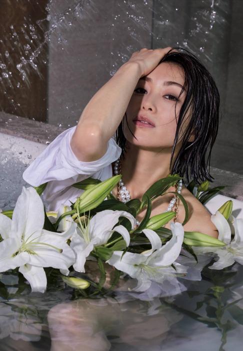 酒井法子の胸チラセクシーグラビアエロ画像006