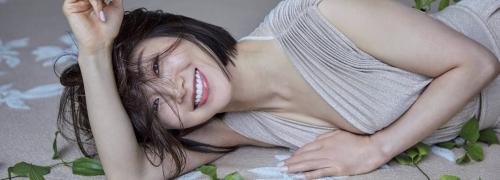 酒井法子の胸チラセクシーグラビアエロ画像007