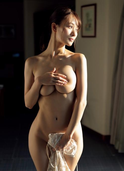フミカのFRIDAYの手ブラヌードグラビアエロ画像006