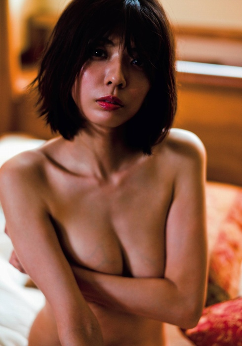 宮地真緒のFRIDAYの乳首透けヌードグラビアエロ画像008